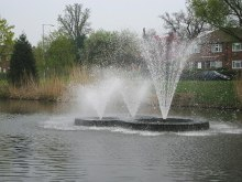 Borehamwood, Aberford Park Lake fountains, Hertfordshire © Nigel Cox